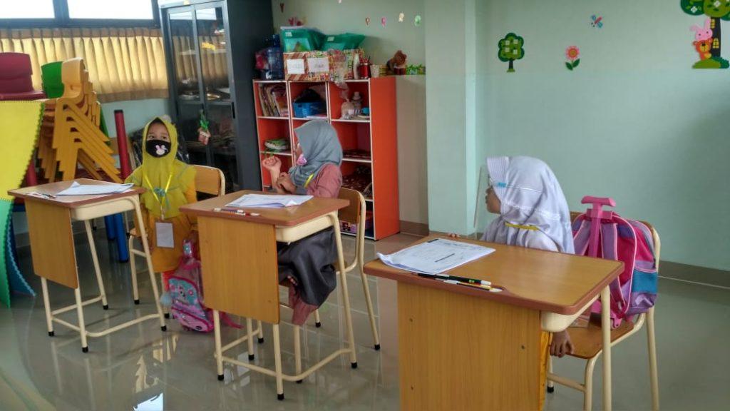 Pada tes yang diberikan kepada anak perlu dikondisikan tentang rasa nyaman anak dalam mengerjakan tes.